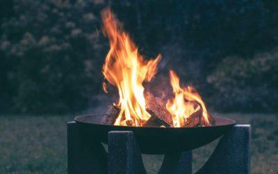 Teestube an der Feuerschale